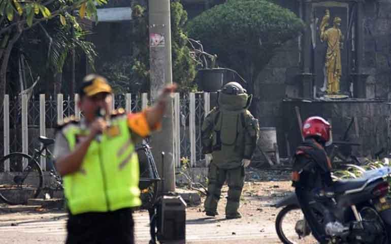 terroristas-suicidas-atacan-tres-iglesias-en-indonesia-reportan-13-muertos