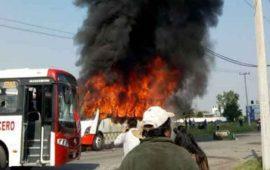 vecinos-incendian-camiones-durante-protesta-en-edomex