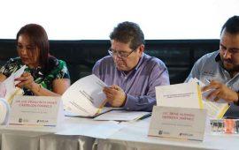 javier-castellon-tomo-protesta-al-nuevo-consejo-de-desarrollo-social-en-tepic