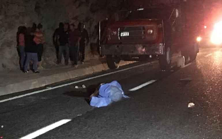 muere-hombre-atropellado-en-la-autopista-tepic-san-blas