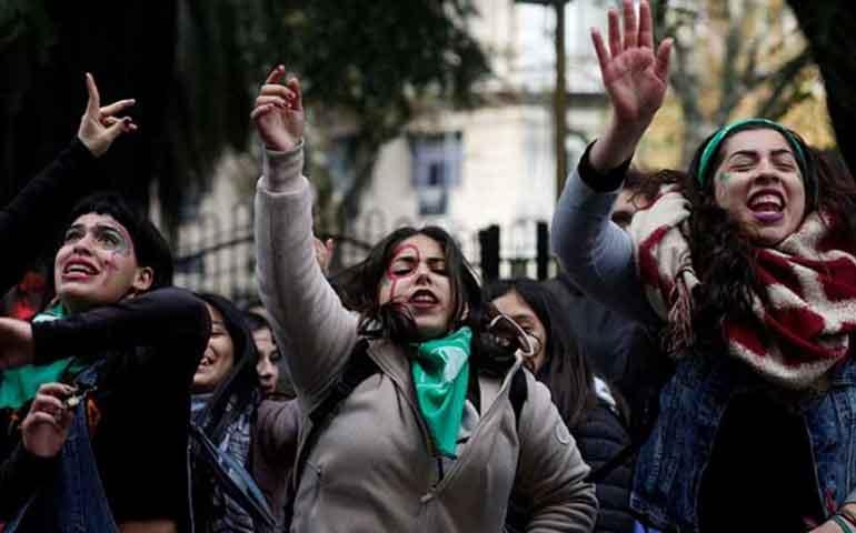mujeres-en-argentina-se-acercan-al-aborto-legal