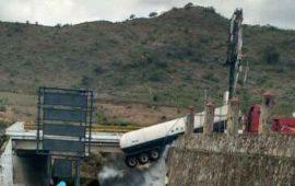realizan-maniobras-por-fuga-de-amoniaco-en-autopista-tepic-guadalajara