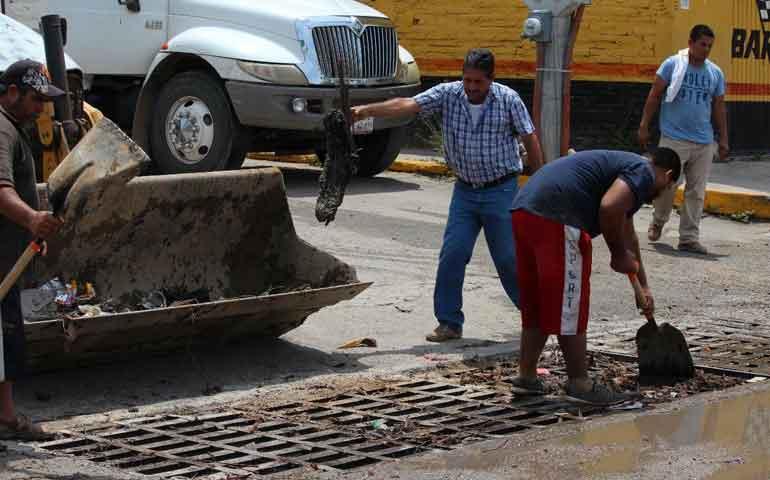 realizan-trabajos-de-desazolve-en-bahia-de-banderas-para-evitar-inundaciones