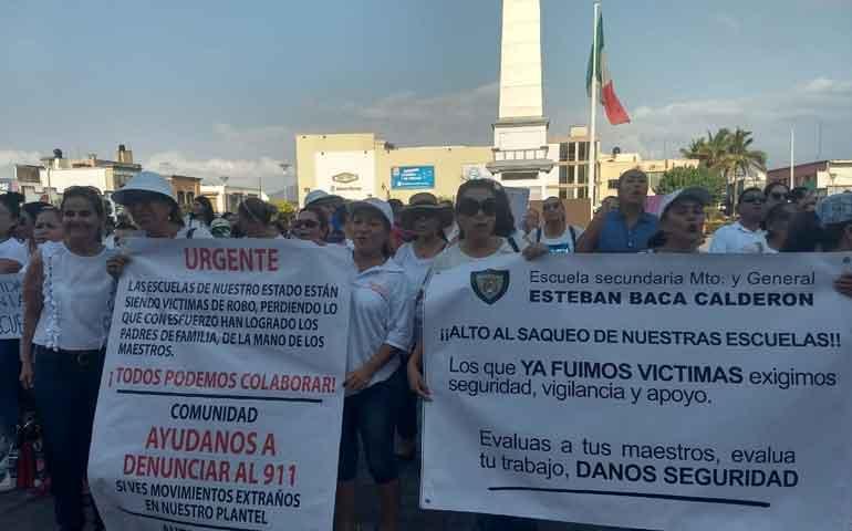 van-49-escuelas-robadas-denuncian-maestros-en-marcha