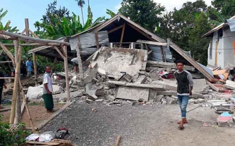 al-menos-14-muertos-y-danos-tras-sismo-en-indonesia