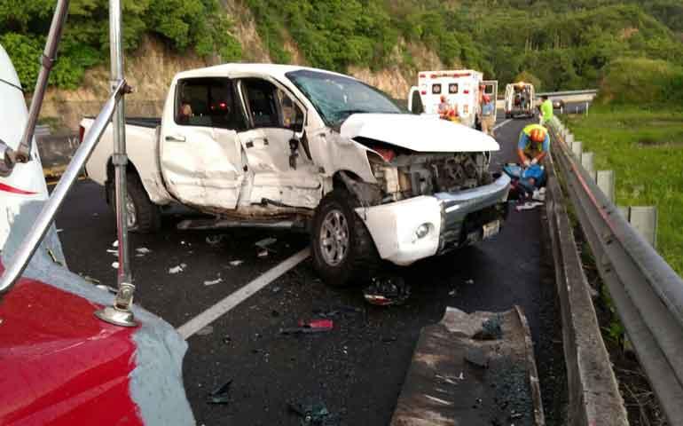 dos-muertos-y-cuatro-heridos-tras-choque-en-la-autopista-tepic-guadalajara