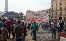 maestros-se-vuelven-a-manifestar-frente-a-palacio-de-gobierno
