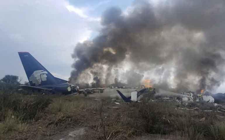 se-desploma-avion-de-aeromexico-en-durango