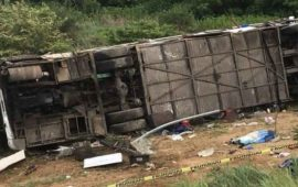 vuelca-camion-de-pasajeros-en-la-autopista-jala-compostela