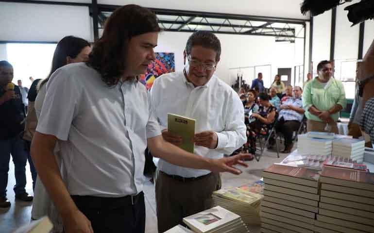 castellon-recibe-donacion-de-mas-de-mil-libros