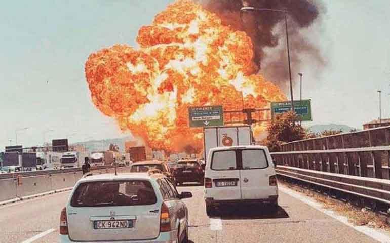 estalla-pipa-en-carretera-de-italia-al-menos-2-muertos-y-70-heridos
