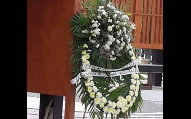 fiscalia-de-coahuila-envia-coronas-de-muertos-en-el-dia-internacional-de-desaparecidos