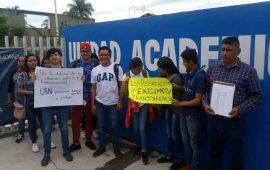 jovenes-rechazados-se-manifiestan-en-la-unidad-academica-de-medicina