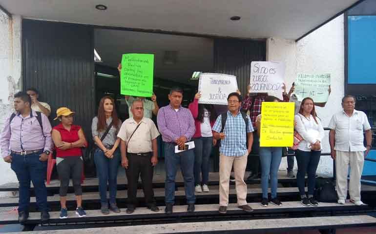 marchan-hasta-palacio-de-gobierno-estudiantes-rechazados-de-la-uan