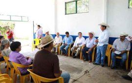 javier-castellon-entrega-apoyos-economicos-a-ganaderos-tepicenses