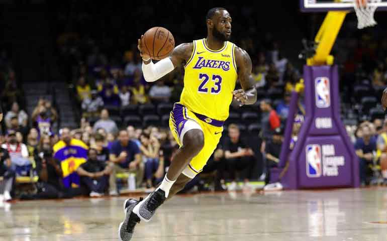 debuta-lebron-james-con-los-lakers-de-los-angeles