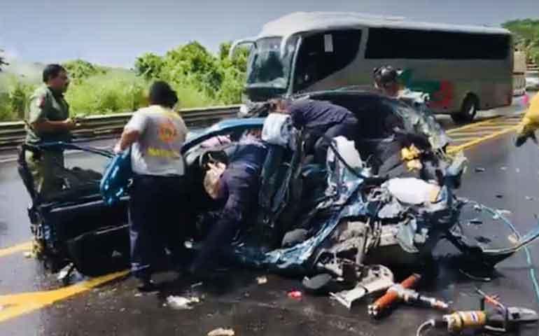 dos-lesionados-tras-fuerte-accidente-en-autopista-tepic-crucero-de-san-blas