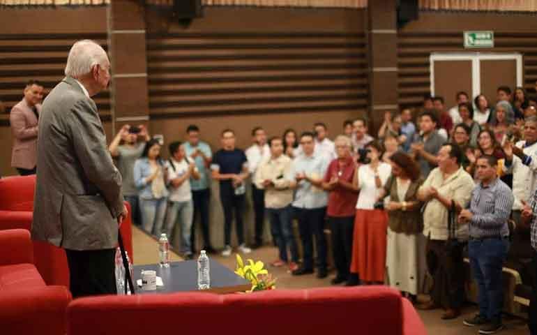 julian-gascon-mercado-visita-la-uan-en-su-50-aniversario