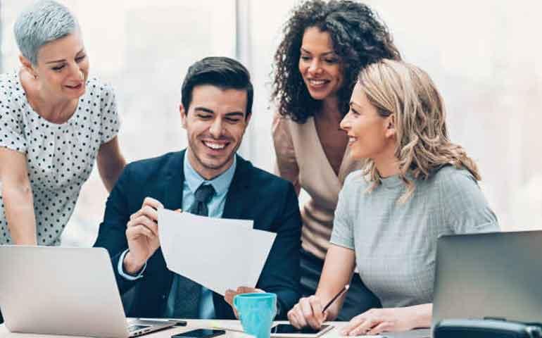 los-hombres-que-trabajan-casi-solo-con-mujeres-tienen-mas-probabilidad-de-divorciarse