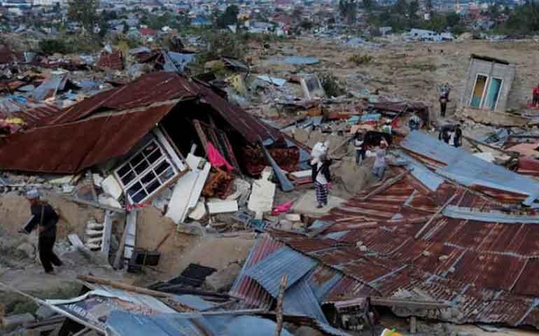 suman-mil-200-fallecidos-por-terremoto-y-tsunami-en-indonesia