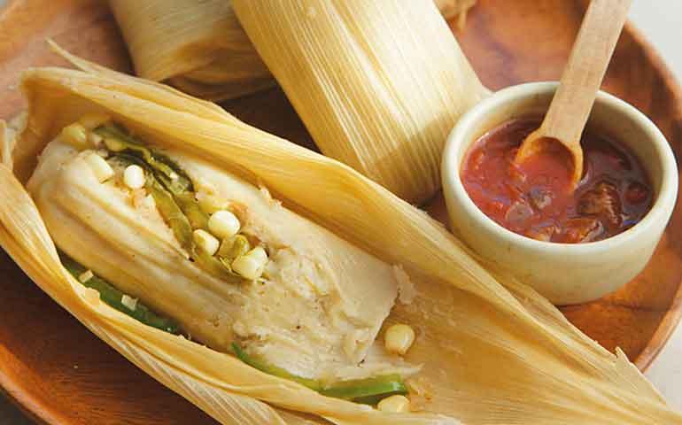 tamales-de-elote-con-rajas