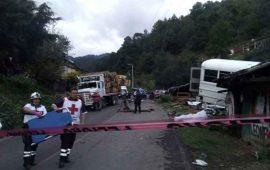 terrible-accidente-carretero-en-michoacan-deja-11-muertos